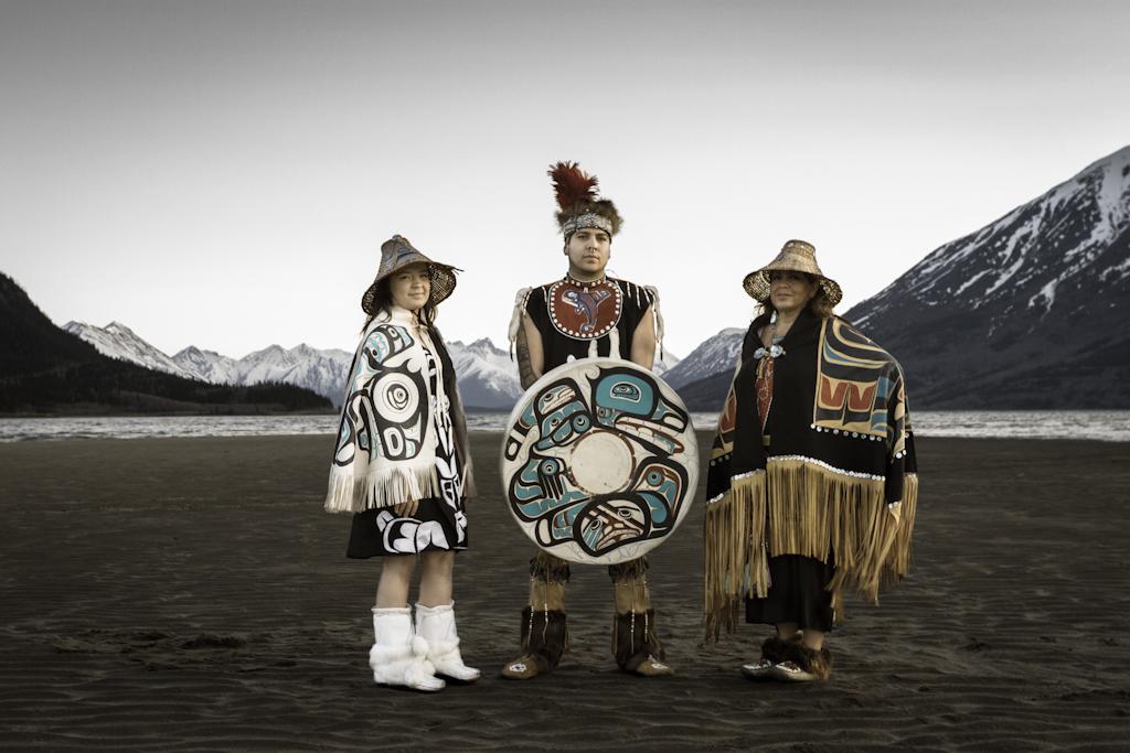 Marilyn Jensen (right) & members of the Dakhkà Khwaàn Dancers